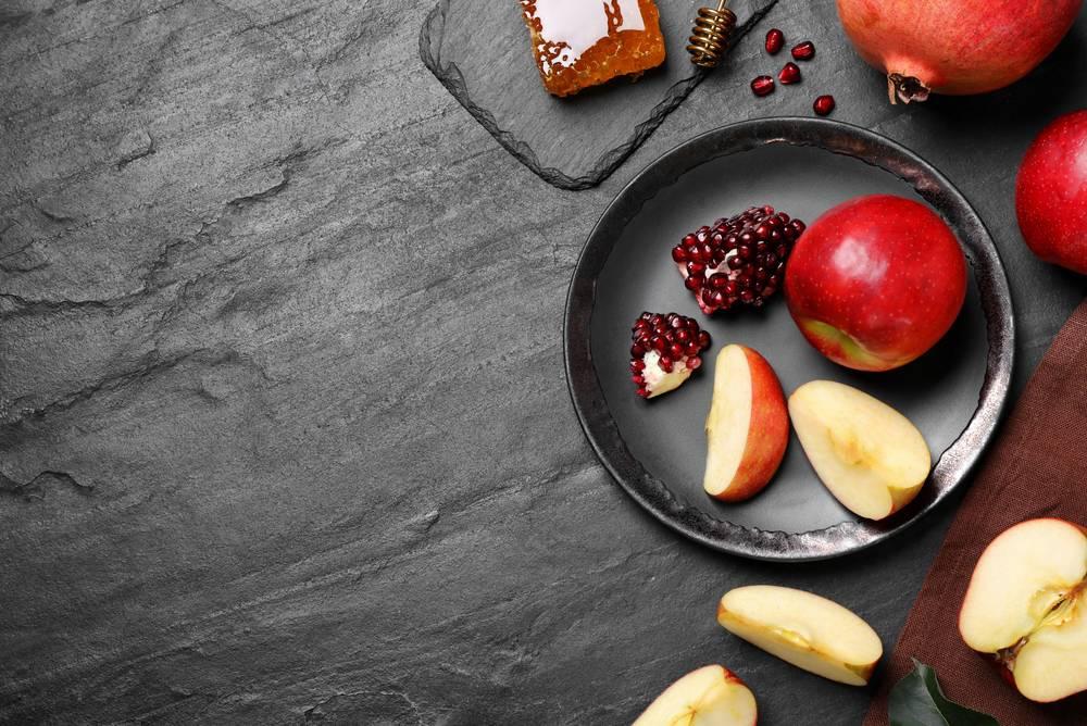 Jablká a granátové jablká
